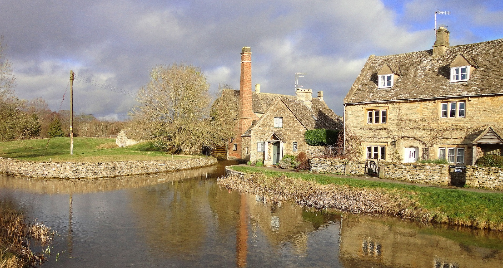Cotswold Cottages by the riverside