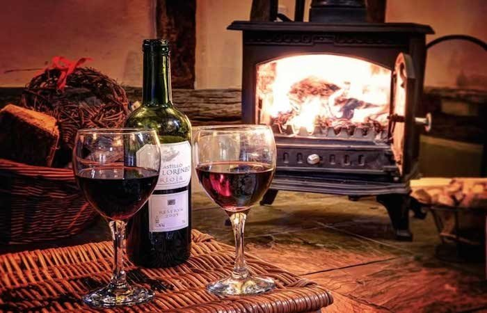 Cosy-log-fires-in-our-Suffolk-holiday-cottages1-1024x789-700x450.jpg